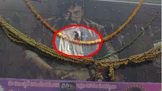 Chiranjeevi Fans Hangs Goat On Khaidi No 150 Movie Poster | Kurnool Dist | HMTV