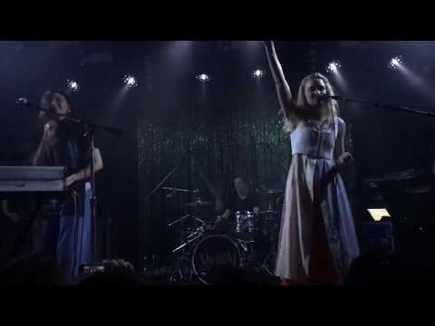 Aly & AJ performing Like Woah for the first time in 13 years