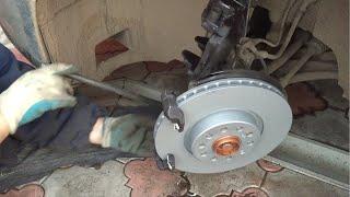 Как заменить передние тормозные диски и колодки на Passat B6(, 2014-11-09T13:37:53.000Z)