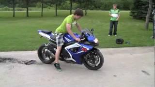 Street Bike BURNOUT (tire explodes)