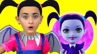 Junior Vampirina and Max Pretend Play with favorite toys