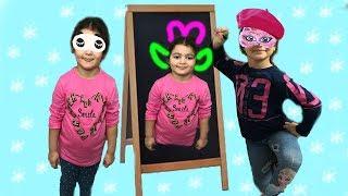Gambar cover MASAL GÖZÜ KAPALI ÖYKÜ'NÜN RESMİNİ ÇİZDİ! Eğlenceli Çocuk Videosu - Eye Close Drawing For Kids