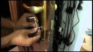 Duwi Arsana - Cara mudah membobol Pintu tanpa Kunci