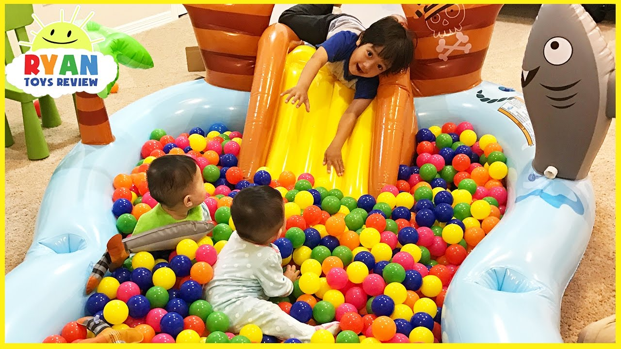 Toys R Us Ball Color : The ball pit show for learning colors children and