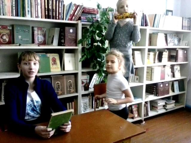 Изображение предпросмотра прочтения – «Трио» читают произведение «Ворона и Лисица» И.А.Крылова