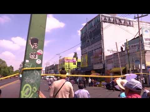 Automovilista arrolla a manifestantes en Ermita Iztapalapa