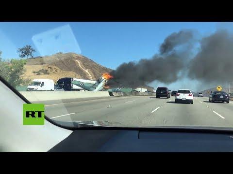 Un avión de la era nazi se estrella en autopista de EE.UU.
