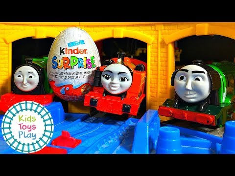 Thomas The Tank Engine Trackmaster Demolition Derby with Kinder Surprise Eggs