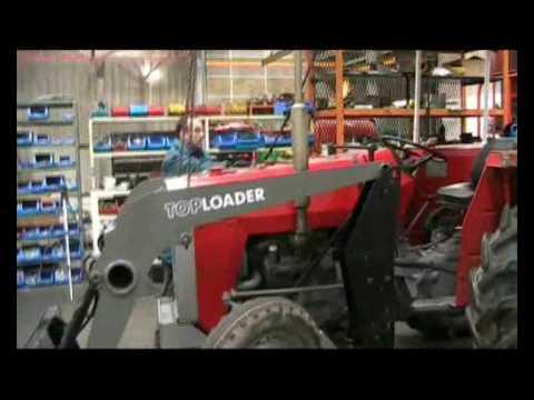 Montage d'un chargeur TOP LOADER sur un tracteur Massey Ferguson (MF)