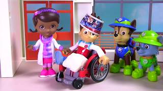 Paw Patrol Ryder Breaks His Leg in the Jungle & Gets a Cast and Toy Surprises!