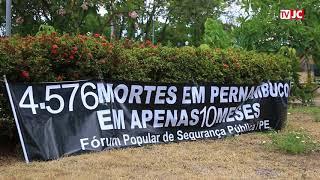 Grupo realiza protesto contra violência em frente à SEPLAG