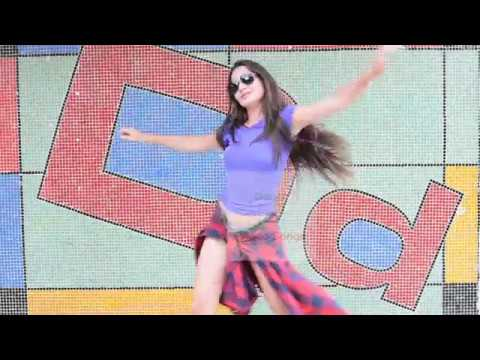 kala-chashma-song-video-i-beautiful-foreign-girl-dances-to-kala-chashma-|-sidharth-m-katrina-k