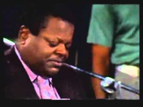 Amazing fast piano solo by Oscar Peterson 