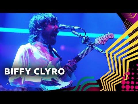 Смотреть клип Biffy Clyro - A Hunger In Your Haunt