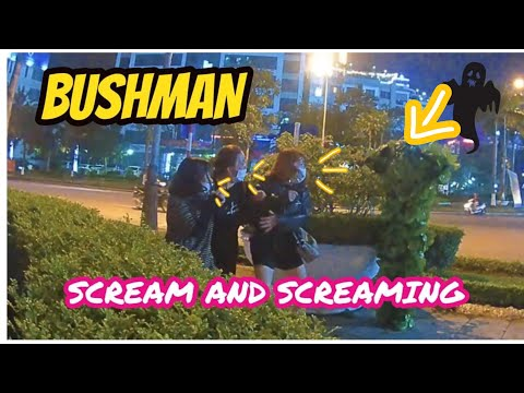 BUSHMAN SCARE PRANK. Screams and screams..!