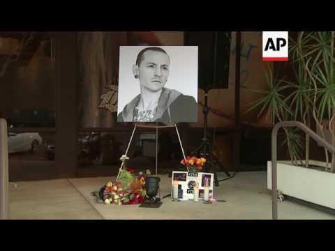 Warner Bros. Records hold tribute for Chester Bennington