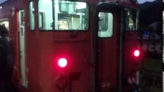 備前一宮駅で停車中の後続(4便目)の岡山行きJR桃太郎線列車の最後尾