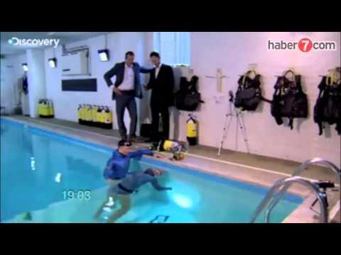 Stig Severinsen suyun altında 22 dakika nefesini tutabiliyor
