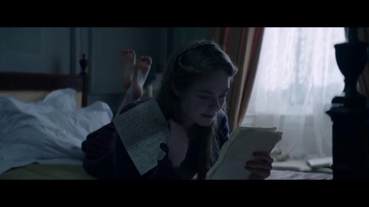 Fanning feet elle Dakota Fanning