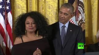أوباما يتعرض لموقف محرج اثناء تكريمه لفنانة ديانا روس
