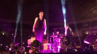 Download Lagu The Script - The Man Who Can't Be Moved live in Lisbon Mp3