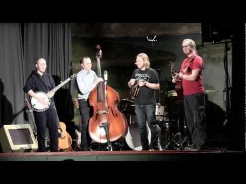 Rautakoura - Kulmilla (live)