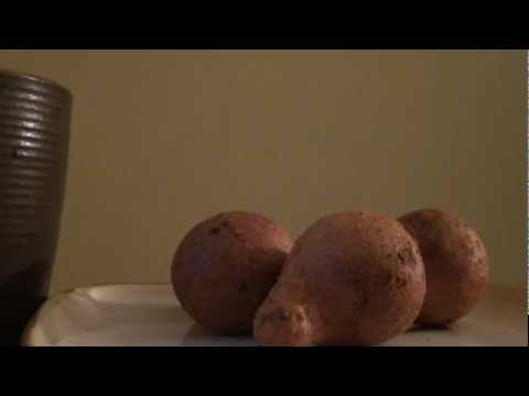 Eating/Whisper: Buñuelos