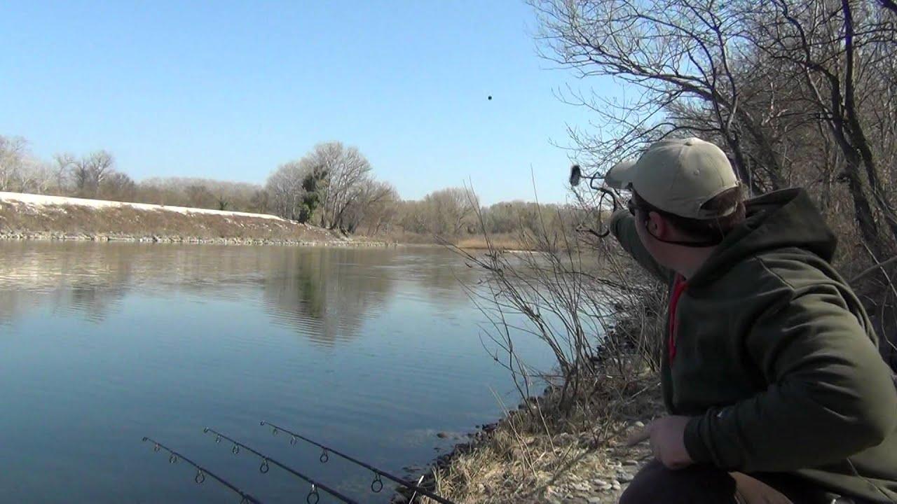 Sur la pêche dhiver sur jerlitsy par un hiver de vidéo