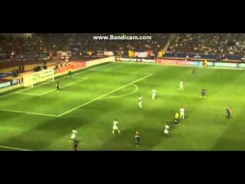 Alexis Sanchez dribbling on Barcelona