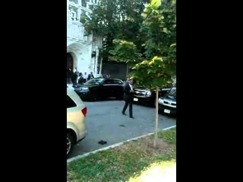 Vocean ladrón a Leonel Fernández  a la salida de City College
