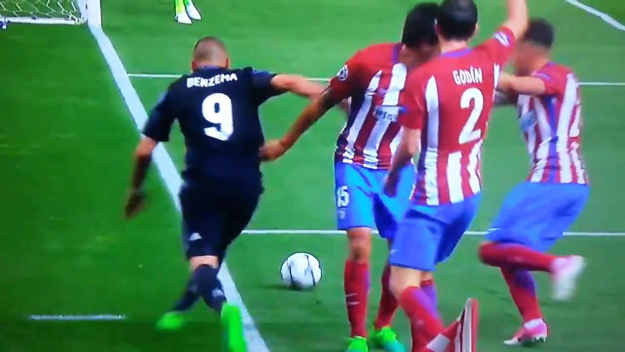 Asombrosa jugada de benzema vs 3 jugadores del Atletico - 2017 ...