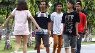Gambar cover Prank Indonesia!!!Cewek Ngajak Pelukan sama Orang Gak Kenal Gokil.