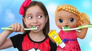 Sofia plays with Baby Dolls and does Exercises for children, Head, Shoulders, Knees and Toes