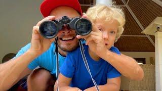 Лев и Семья прячутся от Динозавров.