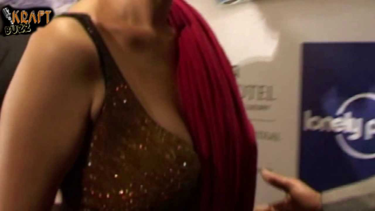 8bf4994858a064 Aditi Rao Hydari Sexy Low Cut Blouse - YouTube