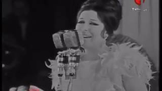 نجاة الصغيرة - أنا بستناك - القريب منك بعيد حفلة تونس - Najat Alsaghira -