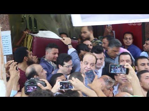 نجوم الفن يشاركون في تشييع جثمان الفنان فاروق الفيشاوي