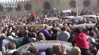 بالفيديو : آلاف المواطنين يشاركون من تشييع جثمان ماما نونة