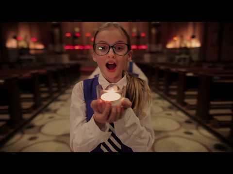 Клип Benjamin Britten - This little Babe