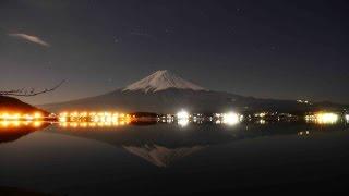Moon Light Bathing of Mt Fuji (月光浴する冬の富士)