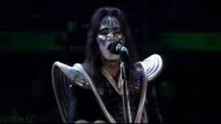 2000 man KISS(live) + ACE shoot rockets :)