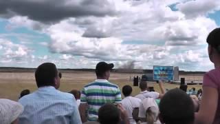Видео крушения вертолета ми 28 в Рязани(Пилоты потерпевшего крушение 2 августа на полигоне «Дубровичи» под Рязанью вертолёта Ми-28Н «Ночной охотник..., 2015-09-02T08:04:50.000Z)