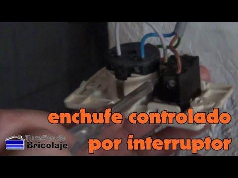C mo colocar un enchufe con interruptor youtube for Como instalar un enchufe