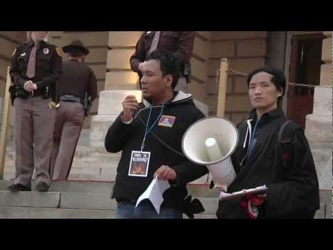 Tibetans Confront Iowa Governor Branstad