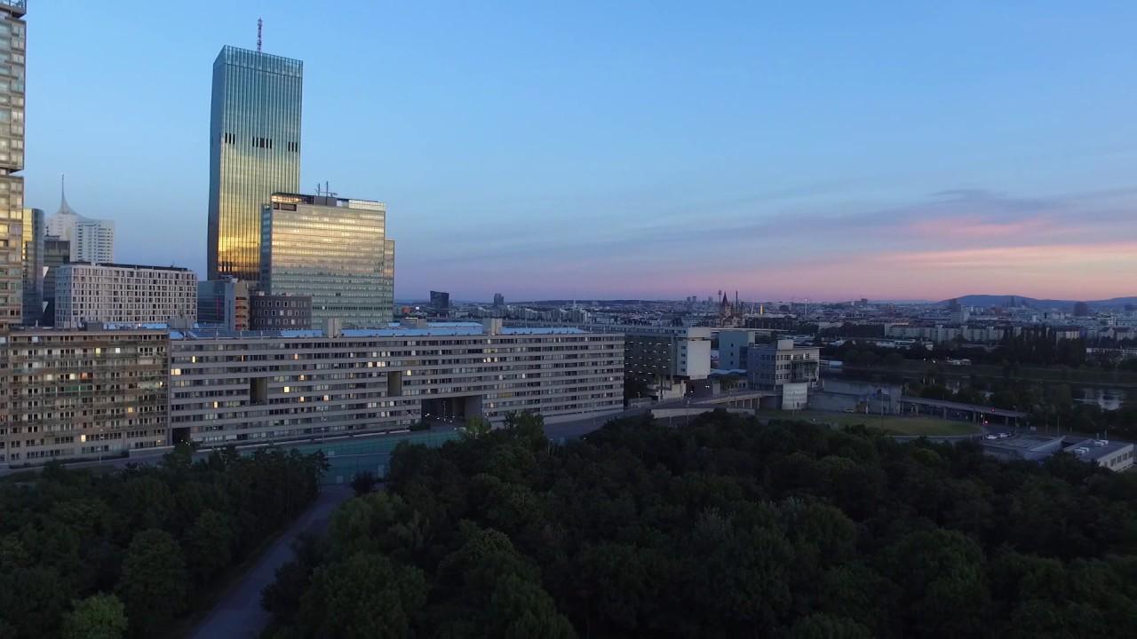 Abenddämmerung über Dem Donaupark In Wien Youtube