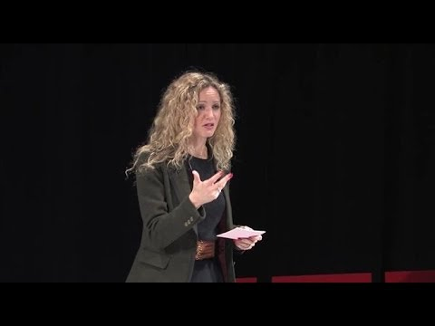 Dr. Suzannah Lipscomb at TEDxSPS asks Is the Past a Foreign Country?: