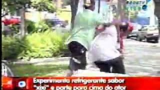 Repeat youtube video PEGADINHAS DO JOAO KLEBER - Camisinha Refresco Sabor Xixi