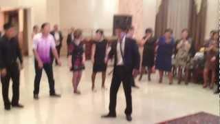 Прикольный танец на свадьбе Адиля и Айнуры