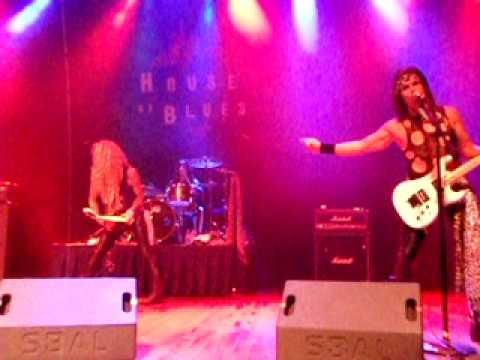 11 Steel Panther - Lexxi Foxxx hair solo (HOB-Houston, TX) 05/21/2010.AVI