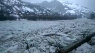 Video Floating ice on the Tisza river, Transcarpathian region,Ukraine download MP3, 3GP, MP4, WEBM, AVI, FLV Agustus 2018